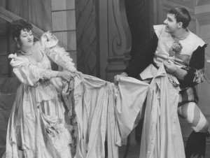 Lynn Fontanne and Alfred Lunt in The Taming of the Shrew (1935).