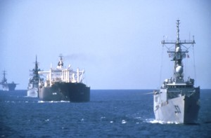 USS Hawes (FFG-53) leads a convoy through the Persian Gulf, 1987.